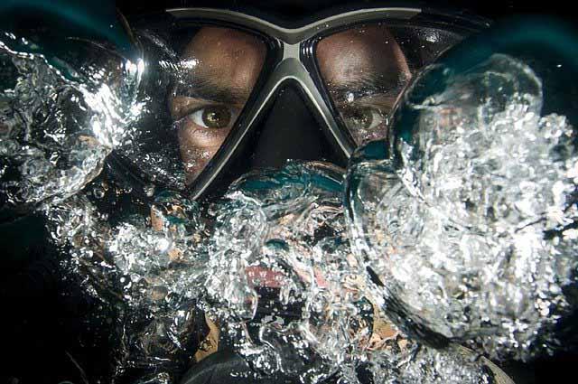 La tête d'un plongeur avec son masque
